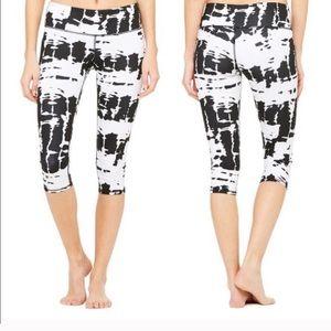 ALO Yoga Black + White Tie Dye Air Brush Leggings